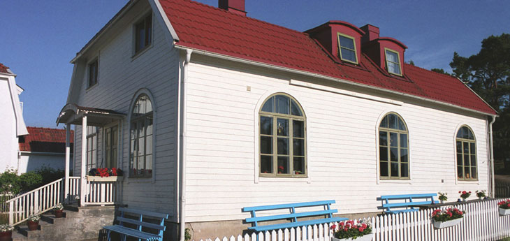 Picture of the mission house.